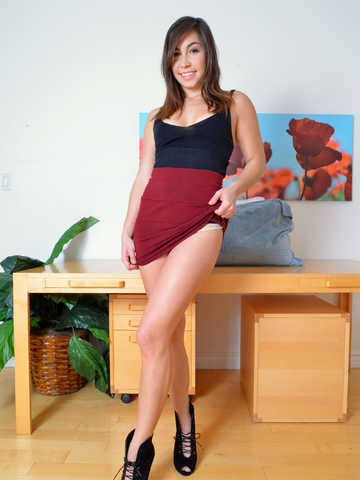 Geneva King in her upskirts and panties photo session ☆